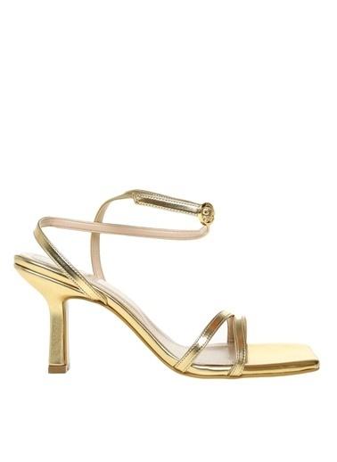 Fabrika Fabrika Kadın Altın Bilek Detaylı Topuklu Ayakkabı Altın